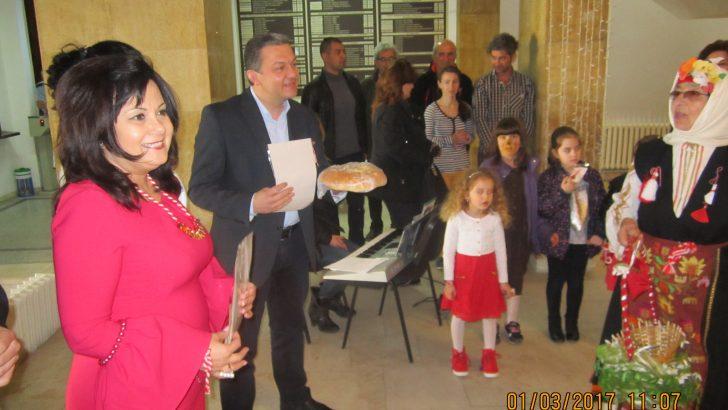 12-метрова мартеница дариха деца на кмета д-р Иванов