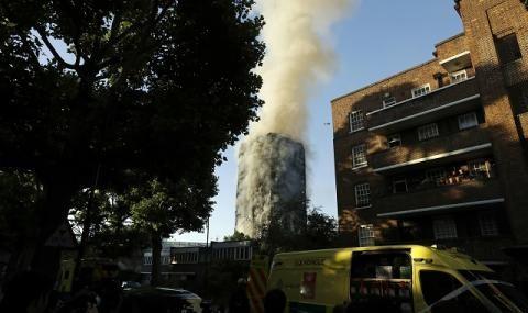 ИЗВЪНРЕДНО! Пламна небостъргач в Лондон (ВИДЕО)