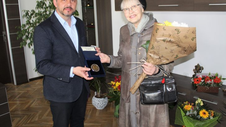 "Кметът удостои с плакет Гудрин Георгиев заради дарението му към ГХГ ""Асен и Илия Пейкови"""