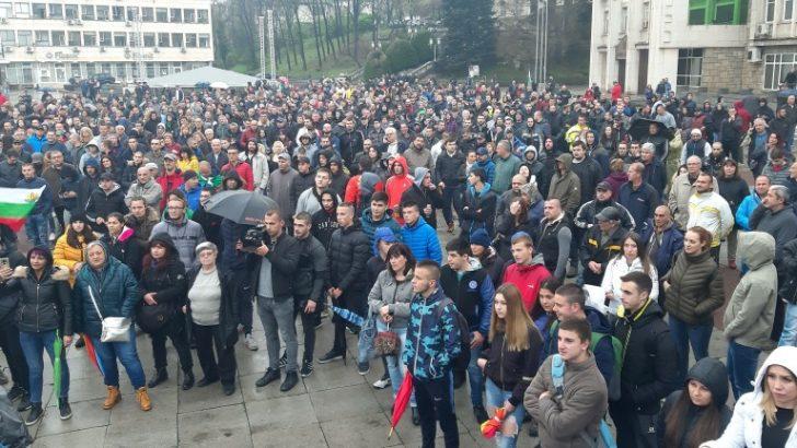 Бизнесът в Севлиево се обяви в подкрепа на собственика на магазин 2+2, заради побоя над негов служител