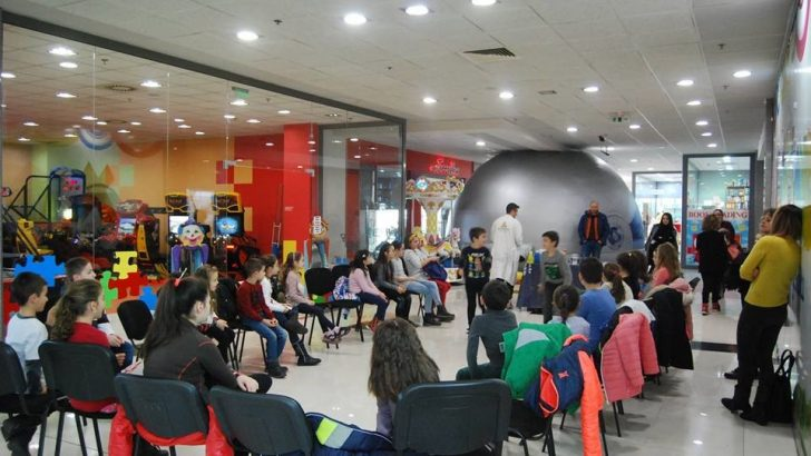 Мобилен планетариум за деца в градската библиотека