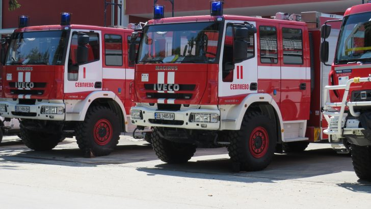 Пожар обхвана три къщи в Дамяново
