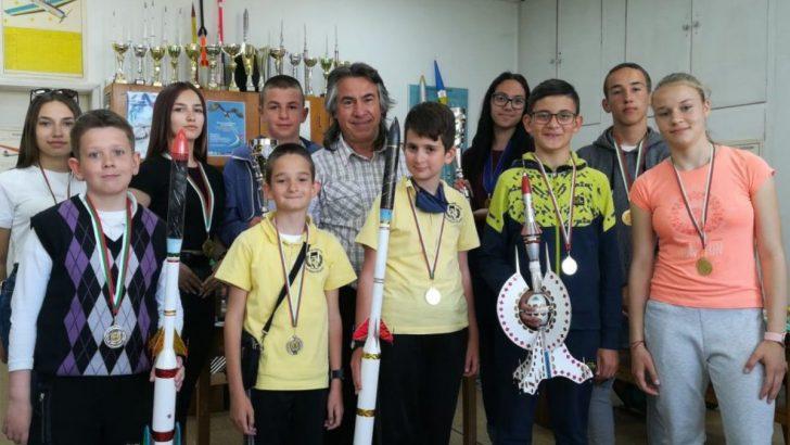 Севлиевските ракетомоделсти завоюваха 12 медала на Национално състезание