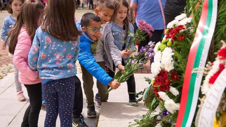 Севлиевци почетоха паметта на Ботев