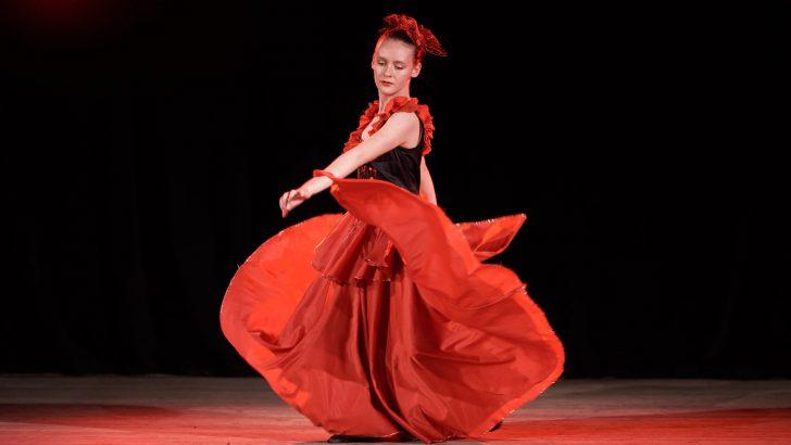Отличие за балетната школа с изпълнение на Лилия Апостолова