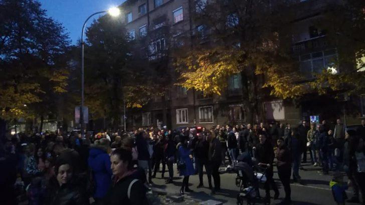 Протестиращи срещу зелените сертификати блокираха центъра на Габрово